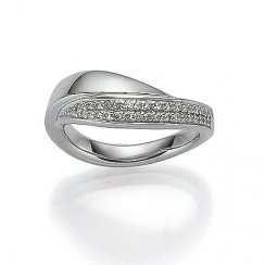 Woman's ring with cubic zirconia
